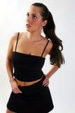 Frau in einem schwarzen Kleid Lizenzfreies Stockbild
