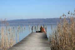 Frau in einem See Stockfotos