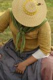 Frau in einem Strohhut stockfoto