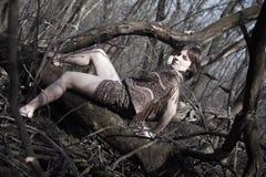 Frau in einem Wald Lizenzfreies Stockbild