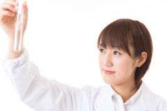 Frau in einem weißen Mantel Stockfotografie