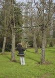 Frau in einer Hängematte II Stockfotos