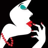 Frau in einer roten Halskette Stockfotografie