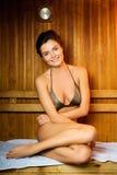 Frau in einer Sauna Stockfotografie