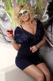 Frau in einer Schablone an einer Party Stockbilder