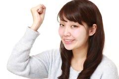 Frau in einer Sieghaltung Lizenzfreies Stockfoto