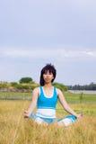 Frau entspannt sich Stockfotos