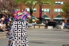 Frau exzentrisch gekleidet in Manhattan lizenzfreie stockfotografie