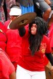 Frau feiert Ankunft von Fuifui Moimoi auf Vavau-Insel Stockbild