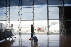 Frau am Flughafen Lizenzfreies Stockbild