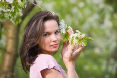 Frau am Frühling Lizenzfreies Stockfoto