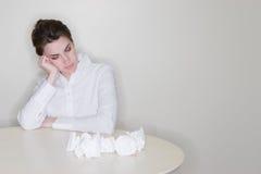 Frau frustriert mit Arbeit stockfotos