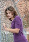 Frau gegen Zaun Stockbilder