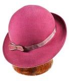 Frau geglaubter magentaroter Hut mit breiten Rändern Stockbild