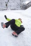 Frau geglitten auf einem Schnee und einem Eis Lizenzfreie Stockfotografie