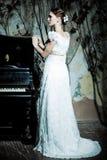Frau gekleidet als Braut Lizenzfreies Stockfoto