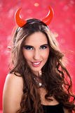 Frau gekleidet als hübscher Teufel Stockbilder