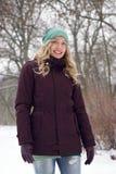Frau gekleidet in der Winterkleidung Stockfoto