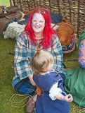 Frau gekleidet im Kostüm der Keltenzeit Stockbild