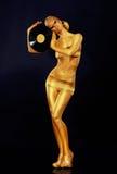 Frau gemaltes Gold mit Vinylaufzeichnung stockfotografie