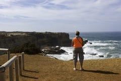 Frau genießen das seaview Lizenzfreie Stockfotografie