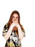 Frau gesprochen mit viel. Lizenzfreie Stockfotografie