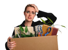 Frau gestört, nachdem Job gelöst worden ist stockfotografie