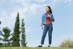 Frau glücklich lizenzfreie stockfotografie