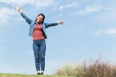 Frau glücklich lizenzfreie stockbilder
