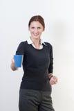 Frau hält Kaffeetasse an Stockfotografie