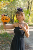 Frau in Halloween-Art Lizenzfreies Stockfoto