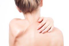 Frau hat Nackenschmerzen Akt schultert Mädchen von der Rückseite Stockfotografie