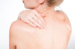 Frau hat Nackenschmerzen Akt schultert Mädchen von der Rückseite Lizenzfreie Stockbilder