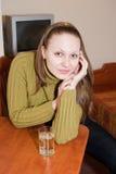 Frau am Hotelzimmer Lizenzfreie Stockbilder