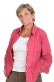 Frau in ihrem Jahrlächeln lizenzfreie stockfotos