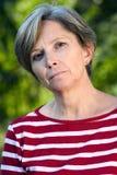 Frau in ihren Fünfziger Jahren lizenzfreie stockfotos