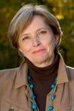 Frau in ihren Fünfziger Jahren Lizenzfreie Stockfotografie