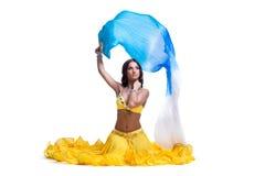 Frau im arabischen Kostüm mit Flugwesenschleier getrennt Lizenzfreie Stockfotografie