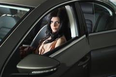 Frau im Auto Lizenzfreie Stockfotografie