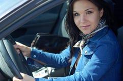 Frau im Auto Lizenzfreies Stockbild