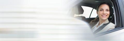 Frau im Auto mit Übergangseffekt Stockfoto