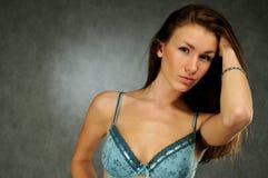 Frau im Büstenhalter stockfoto
