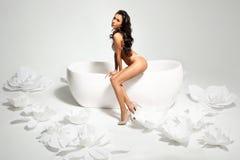 Frau im Badezimmer Stockfotografie