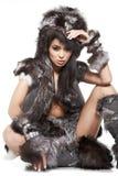 Frau im barbarischen Kostüm Stockfotos