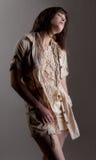 Frau im beige Kleid mit Spitze Stockbild
