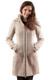 Frau im beige Mantel stockfoto