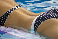Frau im Bikini stockbilder
