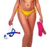 Frau im Bikini mit der Ausrüstung für das Tauchen Stockbilder