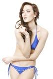 Frau im blauen Bikini Stockfotografie