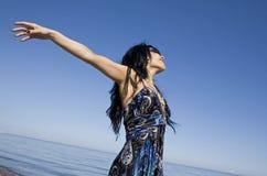 Frau im blauen Kleid Lizenzfreie Stockbilder